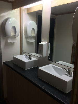 3+1 Luxury mobile toilet surfaces & sinks