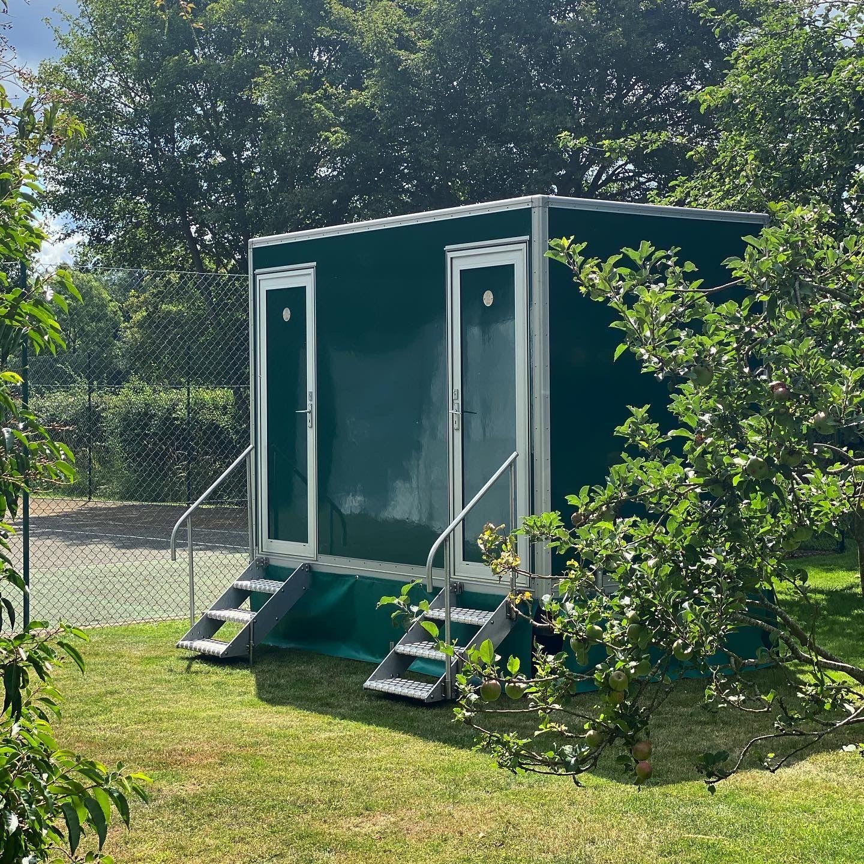 1+1 Luxury toilet hire in surrey & Sussex